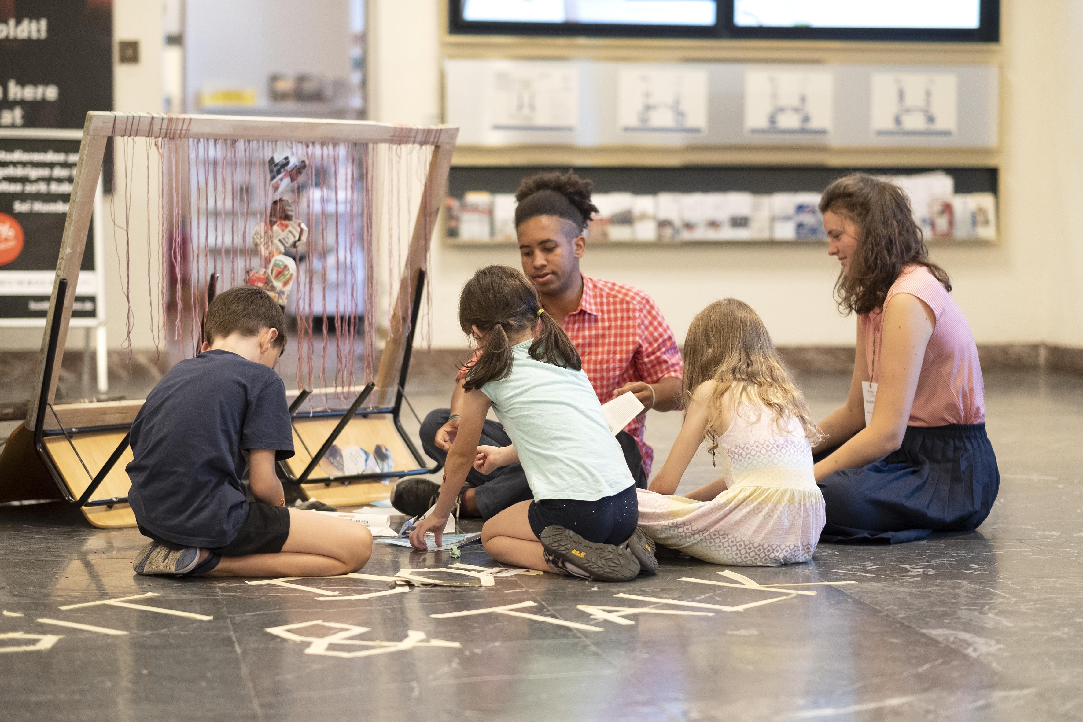 Lernende Kinder Foto: Matthias Heyde